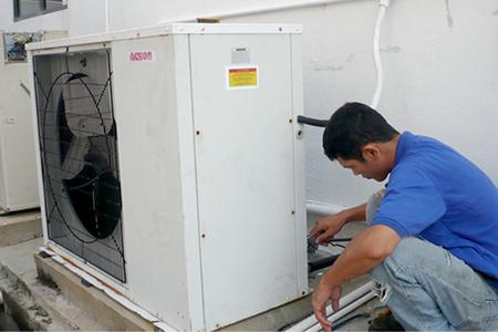 Dịch vụ sửa điều hòa của Trung tâm điện lạnh Đức Hưng diễn ra nhanh chóng, chất lượng.