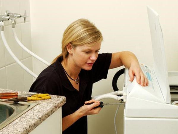 Sửa máy giặt tại nhà khi khách hàng yêu cầu