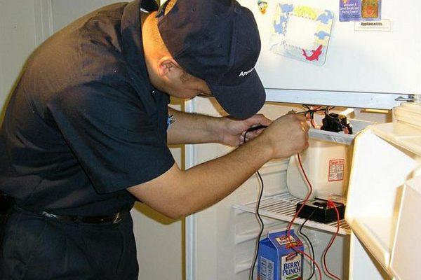 Tìm đến Trung tâm điện lạnh Đức Hưng để sửa tủ lạnh bị hỏng lốc.