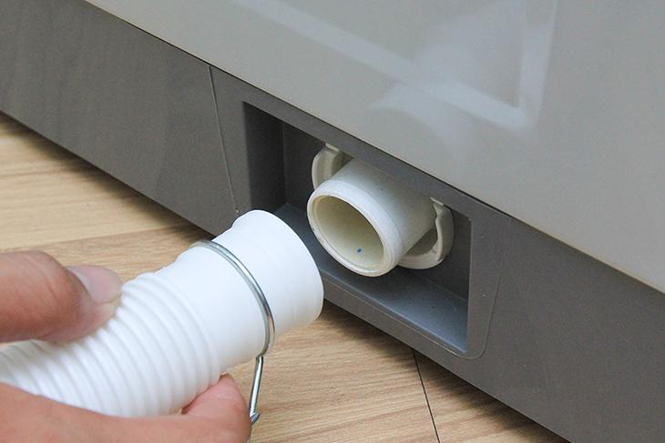 Kiểm tra đường ống là cách xả hết nước trong máy giặt