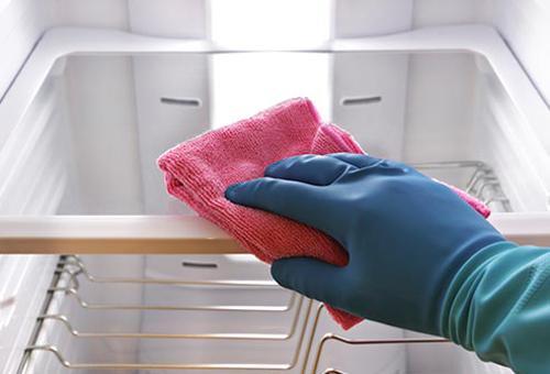Thường xuyên lau chùi tủ lạnh để giữ độ bền