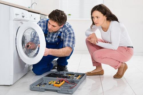 Điện lạnh đức hưng khắc phục mọi sự cố bật nắp máy giặt bị giật tay