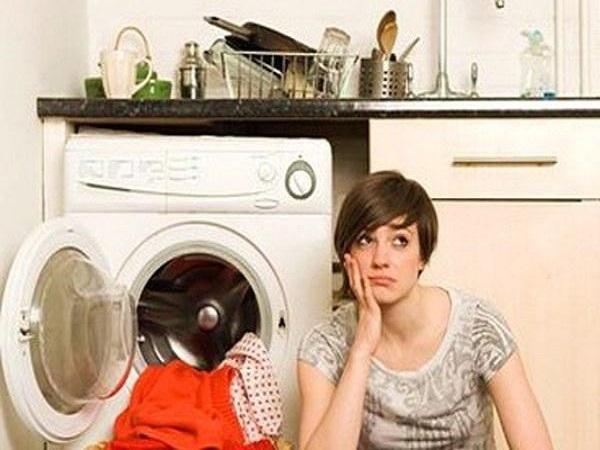 Bật nắp máy giặt bị giật tay và những vấn đề nguy hiểm khác