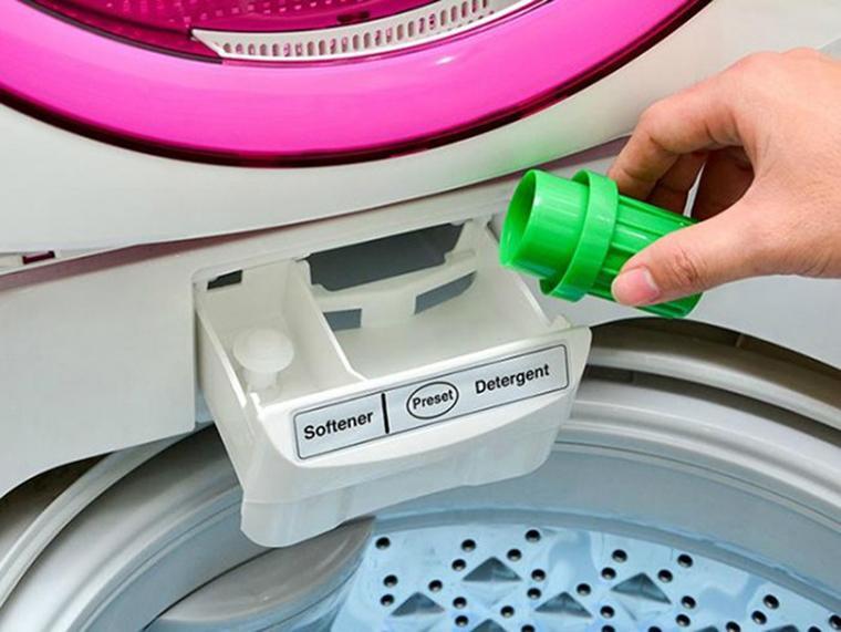 Dùng bột giặt và nước xả chuyên dụng tiết kiệm thời gian