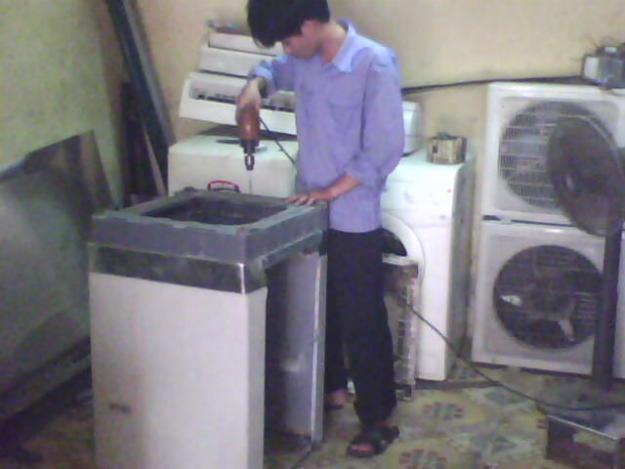 Sửa chữa máy giặt Electrolux bị hỏng giảm xóc