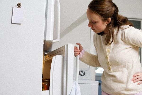Tủ lạnh đọng hơi nước do nhiều nguyên nhân khác nhau