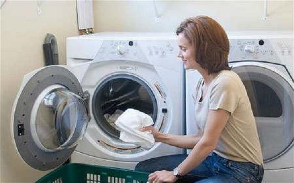 Vệ sinh thường xuyên để làm tăng tuổi thọ máy giặt