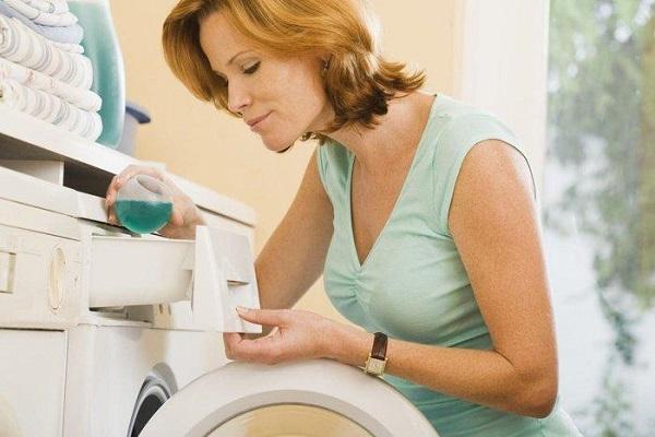 Giặt áo phao lông vũ đúng cách để giữ được độ bền cho trang phục
