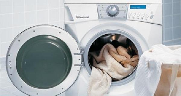 Sử dụng máy giặt để vắt quần áo giúp quần áo chóng khô