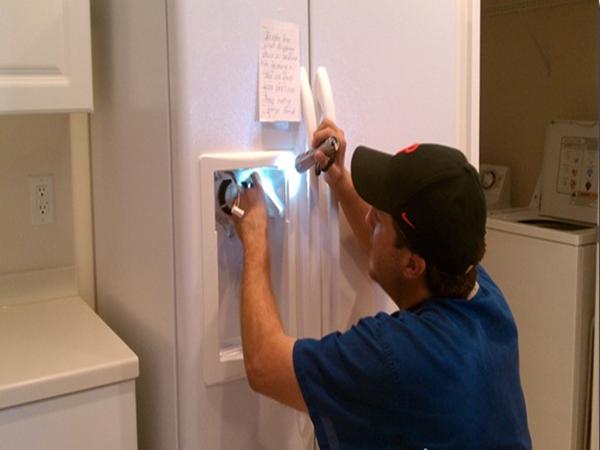 Đức Hưng chuyên dịch vụ vệ sinh tủ lạnh tại nhà uy tín nhất Hà Nội