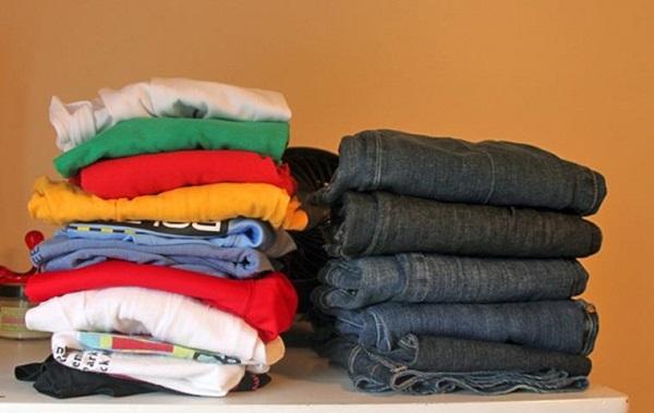 Phải phân loại áo quần trước khi giặt