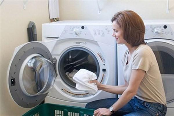 Cách vệ sinh máy giặt Hitachi đơn giản