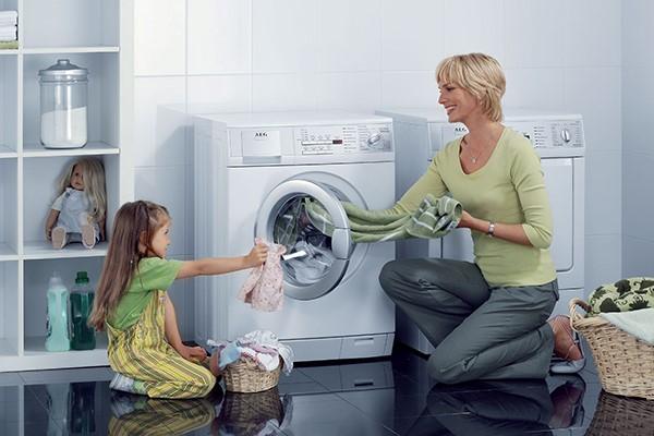 Hướng dẫn vệ sinh máy giặt Toshiba đúng cách nhất
