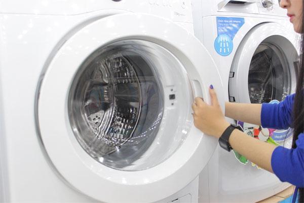 Giá vệ sinh máy giặt tại sửa chữa điện tử điện lạnh Bách Khoa